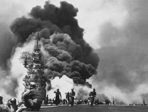 uss_bunker_hill_hit_by_two_kamikazes-e1476454524801