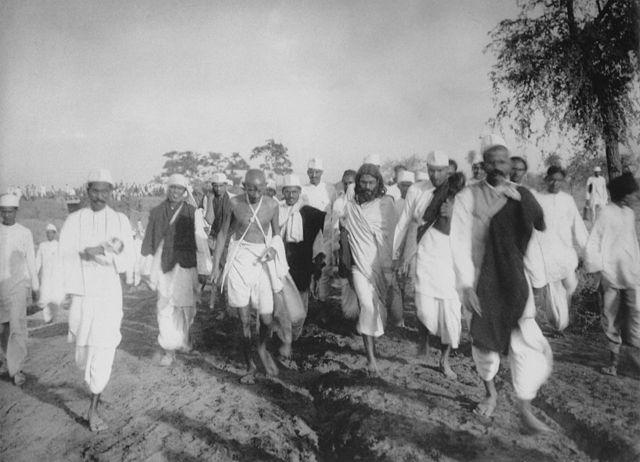 640px-Gandhi_during_the_Salt_March