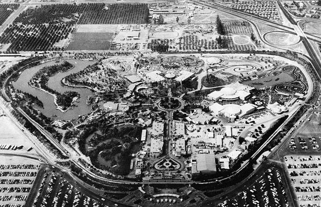 640px-Disneyland_aerial_view_in_1956